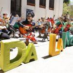 Carlinhos Brown tocando con DaLaNota